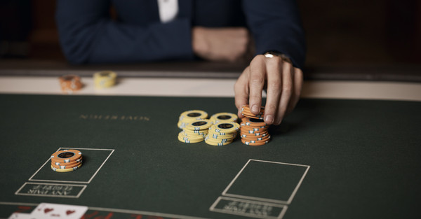 Factors to Play Poker Online Rather Than Dipping Into a Casino
